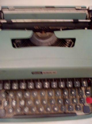 Maquina de escribir Olivetti años 70