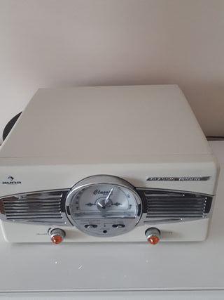 reproductor de vinilos y radio vintage