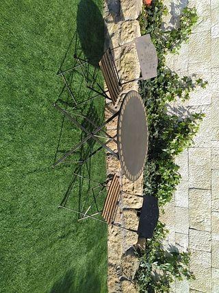 mesa con sillas jardin