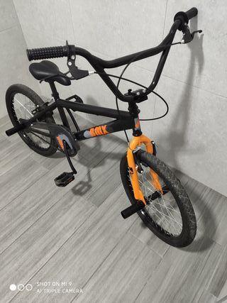 Bicicleta BMX niño casi sin uso.