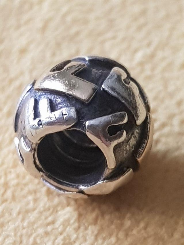 Charm Pulsera Pandora Original Plata y Oro.