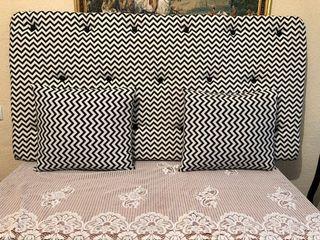 se vende cabecero de cama con 2 almohadas 100€