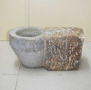 Antigua pila de piedra