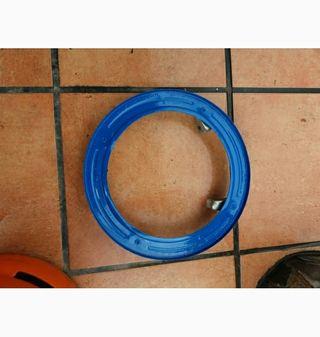 Base soporte con ruedas para bombonas de gas