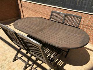 Mesa y sillas madera exterior jardin