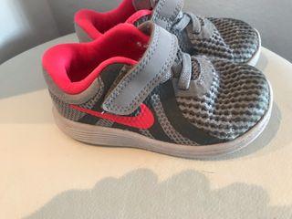 18b05e4a Zapatillas para niña de segunda mano en Picassent en WALLAPOP