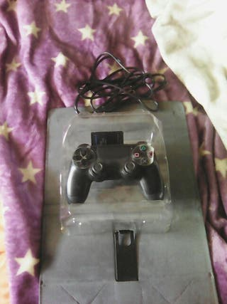 1 MANDO DE LA PS4 +UNA MEMORY CARD DE PS 2 DE 8 GB