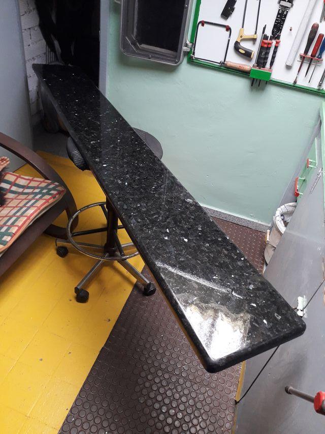 encimera de granito pulido