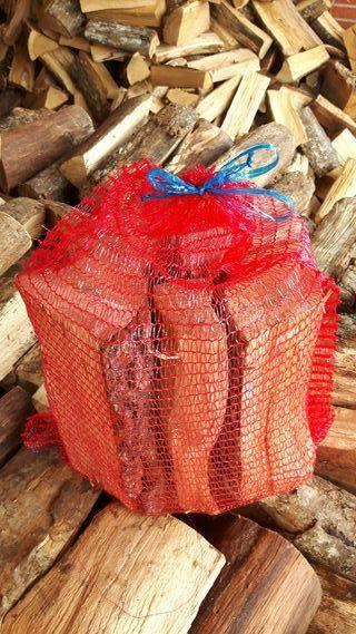 Leña seca de roble en sacos y a granel