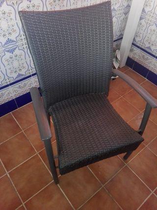 sillas y mesas ratán sintético.