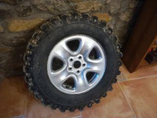 """llantas en 16"""" con neumáticos de tako desgastao,"""