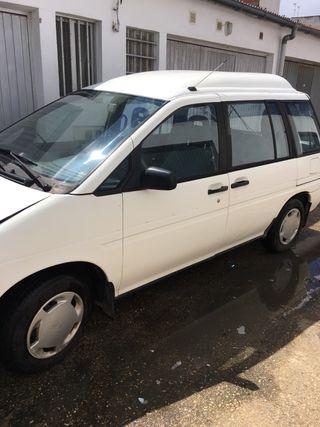 Nissan Prairie Adaptada 1999