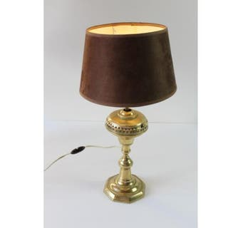 Antigua lámpara quinqué de bronce
