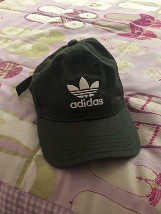 Gorra adidas color militar