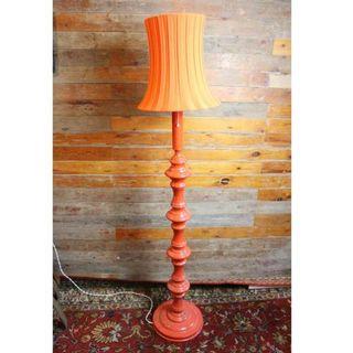 Antigua lámpara de pié