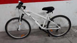 Bicicleta de montaña BTwin pequeña (medida S)