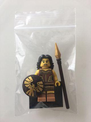 Lego Minifigura serie 10 numero 4 guerrera