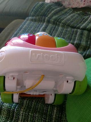 juguete coche bebé está en perfecto