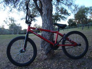 """Bicicleta BMX btwin 20"""""""