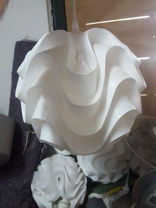 lámpara de Ikea con bombilla