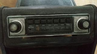 Radio antigua de coche.