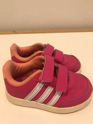 Playeras Adidas bebé rosas. Talla 23