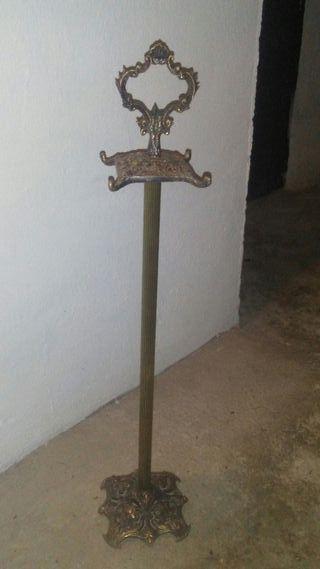 Antiguo colgador chimenea