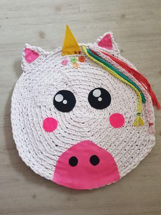 Alfombra infantil unicornio regalo cesto