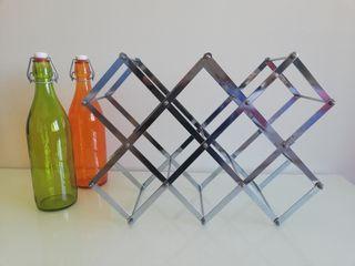 Botellero acero inoxidable plegable sobre mesa