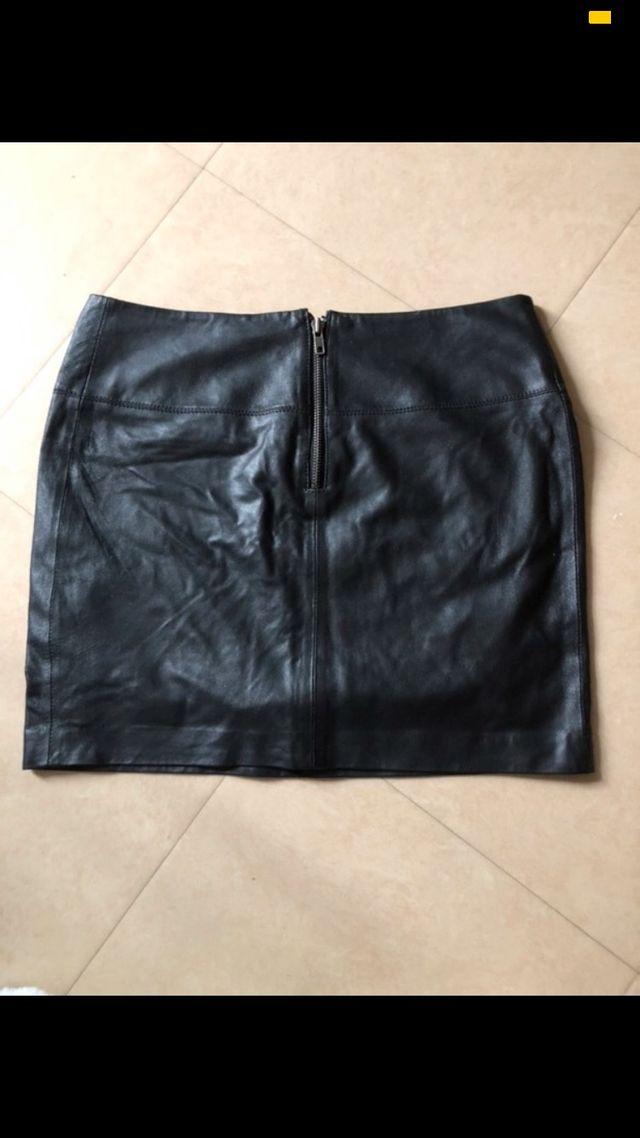Jupe en cuir noir bel air