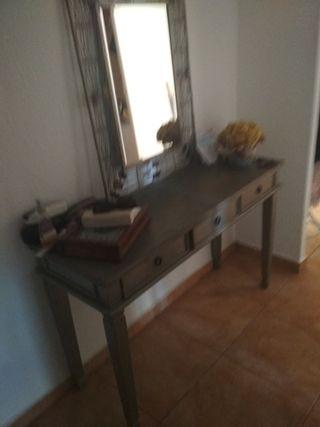 Mesa de entrada más espejo