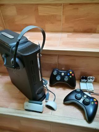 Consola Xbox 360 + mandos + accesorios