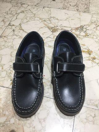 51443f534c1 Zapatos colegio de segunda mano en Sevilla en WALLAPOP