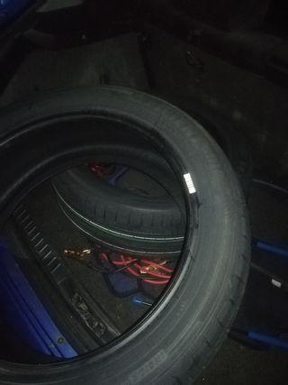 Vendo dos neumáticos Negociable el precio! Urge