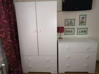 Habitación infantil cuna armario cómoda