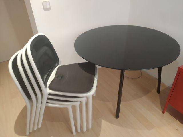 Mesa redonda de comedor de vidrio y 4 sillas Ikea de segunda mano ...