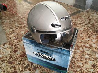 Un casco de moto