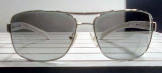Gafas de sol de Prada.