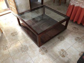 Mesa de madera noble