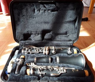 Clarinete Yamaha YCL-250 (Resina)