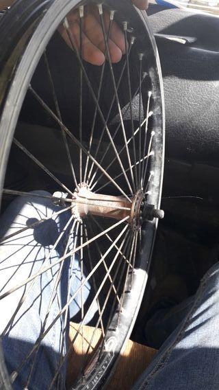 llantas y cubiertas de bici