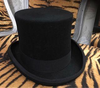 3c8b5e6047b93 Sombrero de copa de segunda mano en Barcelona en WALLAPOP