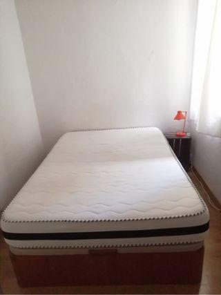Cama canapé y colchón nuevo de 135