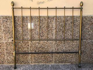 Cabecero de metal antiguo