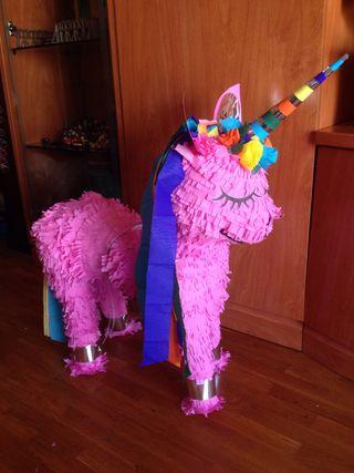 Piñata de unicornio en rosa