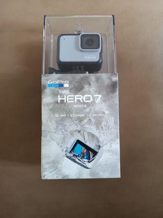 GoPro Hero 7 - White [Brand new] +SD Card