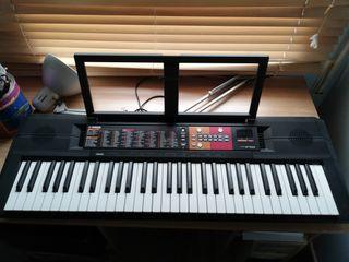 Piano Yamaha (con 7 escalas).