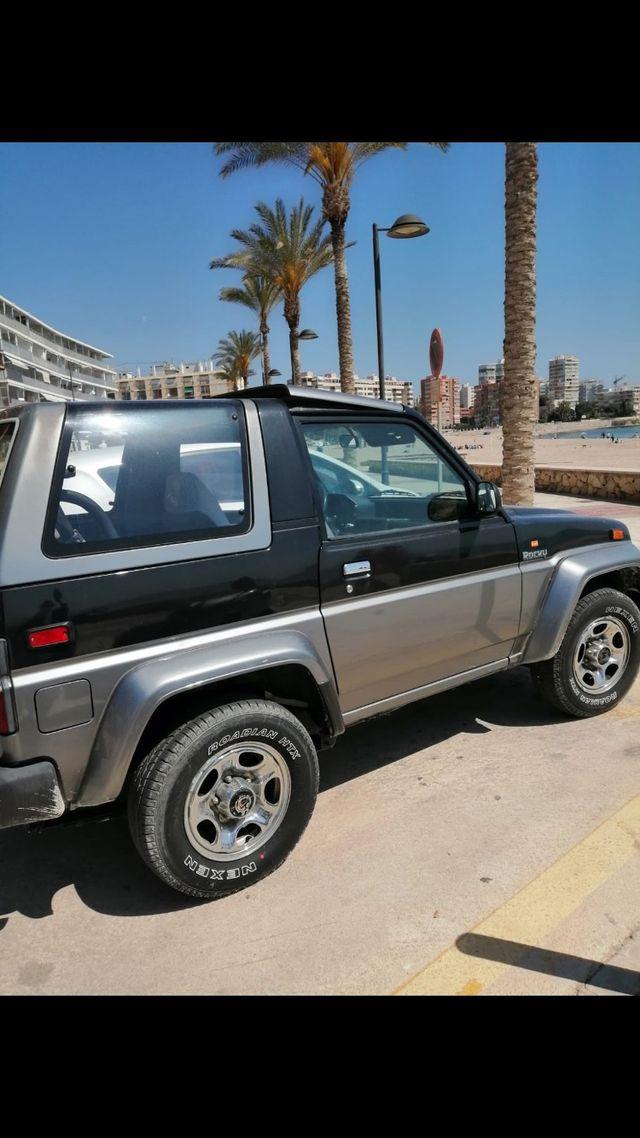 Daihatsu Rocky 2000. Está en Alicante
