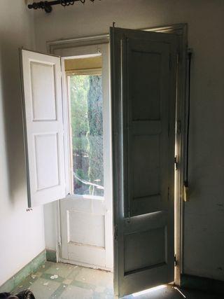 Puerta balcon de madera