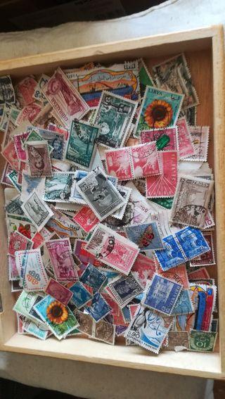400 sellos antiguos de varios países